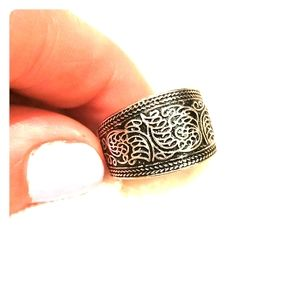 tribal style banded ring. silver.